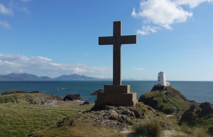 llanddwyn ligthouse and cross
